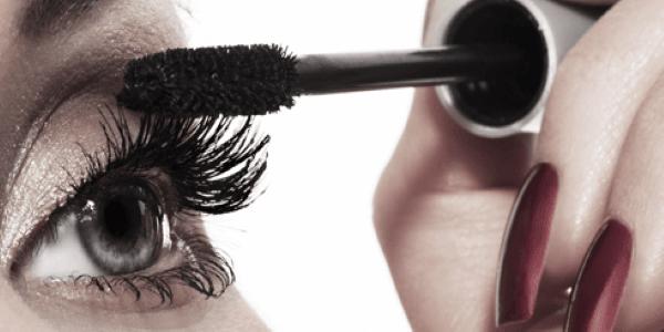 mascara-application-Custom